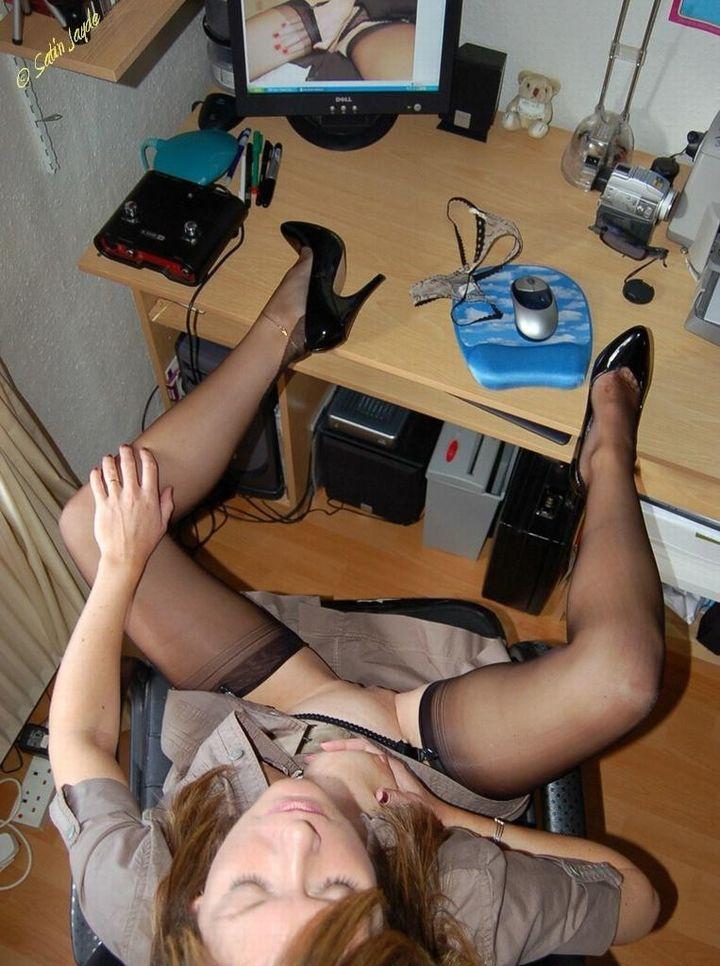 месте рабочем мастурбируют девушки на