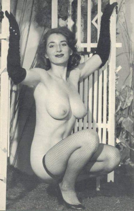 Ретро фото в чулках или девушки из прошлого