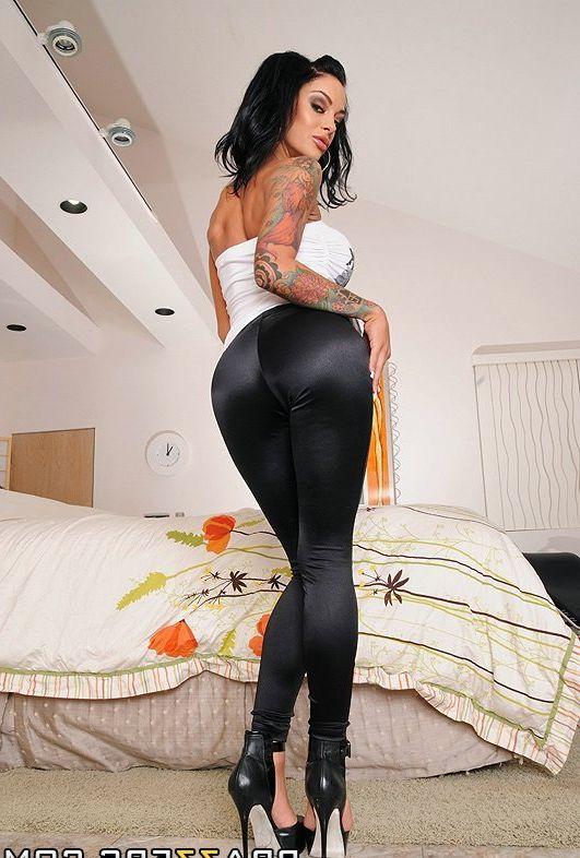 фото одетых больших задниц