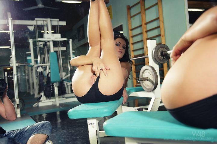 фото эротика в спортзале