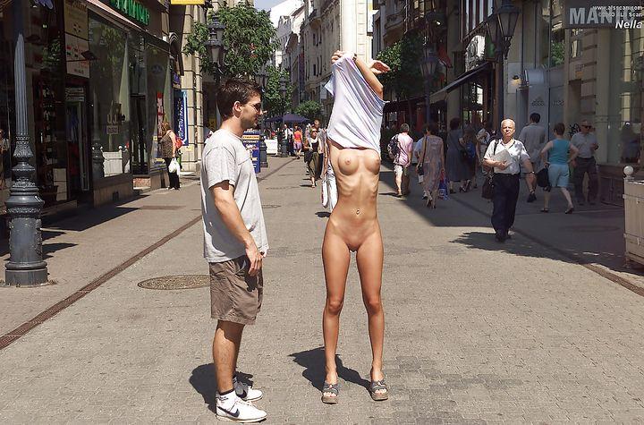 Девок Раздевают На Улице